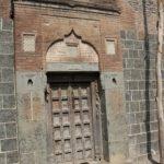 Porte d'entrée d'une ancienne maison
