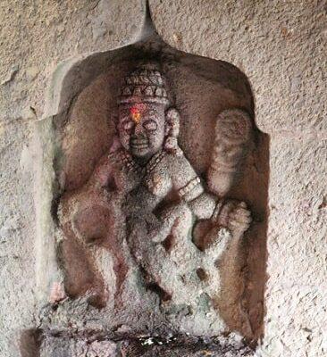 Une des statues du temple