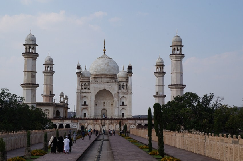 Bibi ka Maqbara, discover the mini Taj of Deccan